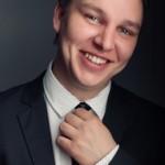Ведущий Денис Ломакин