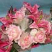 Букет на капот 2 ленты розовые розы